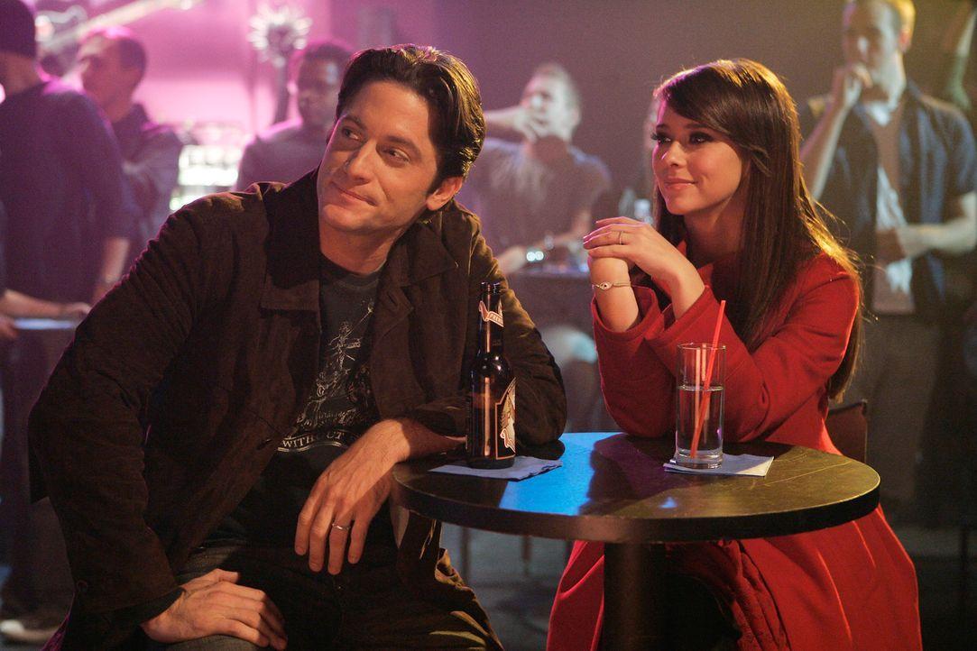 Melinda (Jennifer Love Hewitt, r.) und Jim (David Conrad, l.) amüsieren sich bei einem Konzert … - Bildquelle: ABC Studios