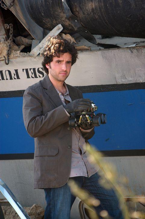 Nachdem ein Personen- und ein Güterzug ineinander gerast sind, wird Charlie (David Krumholtz) an den Unfallort gerufen, um die Ursache dafür zu fi... - Bildquelle: Paramount Network Television