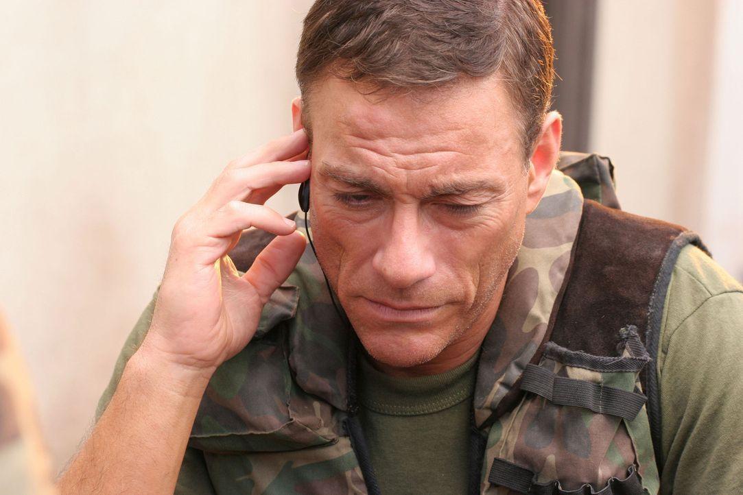 Hat einen Haufen, nachdem der Botschafter ums Leben gekommen ist: Sam Keenan (Jean-Claude Van Damme) soll die Sicherheit des moldawischen Präsidente... - Bildquelle: 2005 Micro Fusion 2004-15 LLP. All rights reserved.