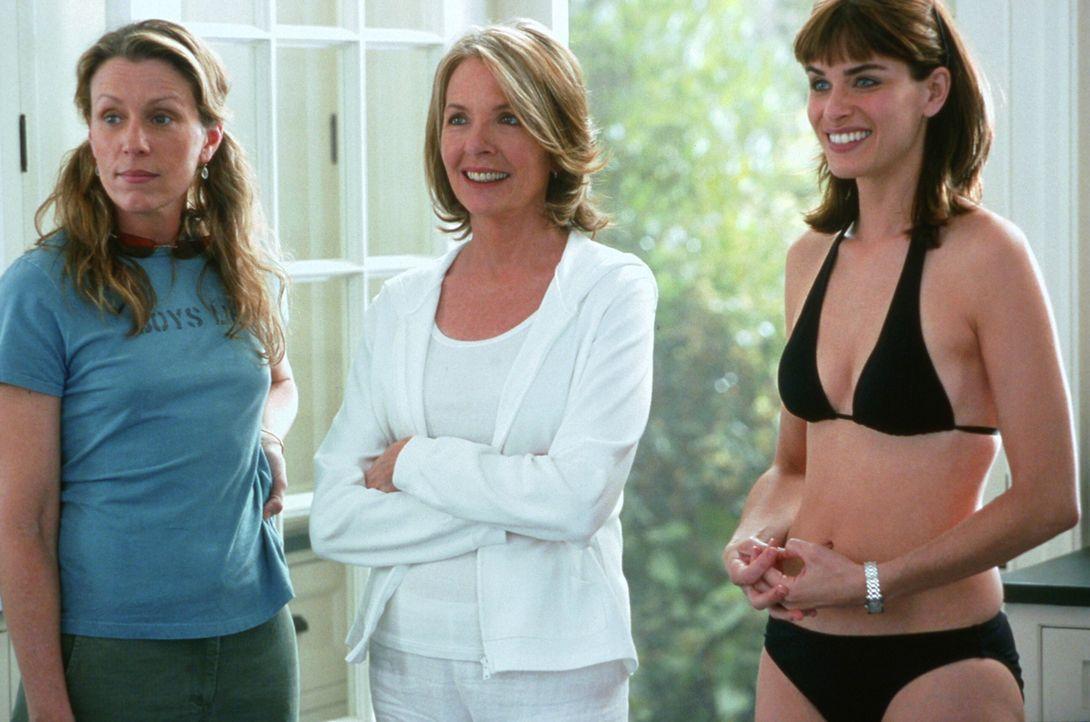 Erica (Diane Keaton, M.) und ihre Schwester Zoe (Frances McDormand, l.) sind total überrascht, als sie Marins (Amanda Peet, r.) neuen Freund in Unte... - Bildquelle: Warner Bros. Pictures