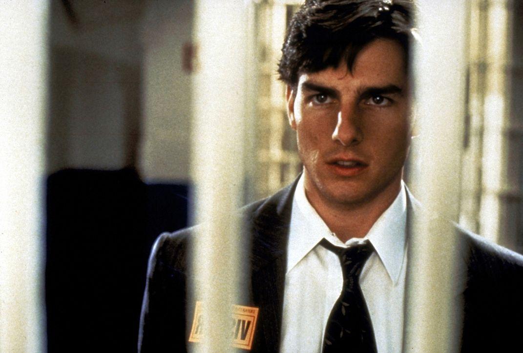 Der Anwalt Mitch McDerre (Tom Cruise) gerät durch seinen Arbeitgeber, eine Anwalts-Sozietät, in eine lebensbedrohliche Situation zwischen FBI und... - Bildquelle: Paramount Pictures
