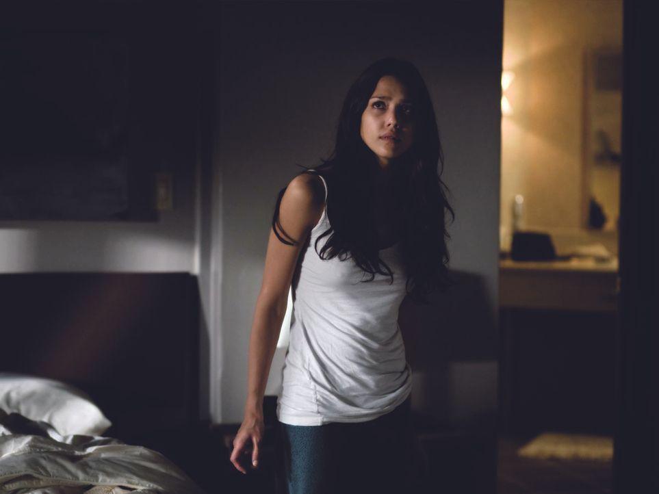 Als Sydney (Jessica Alba) nach vielen Jahren das Augenlicht dank einer Transplantation zurückerhält, wird sie von grauenvollen Zukunftsvisionen gequ...