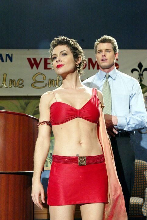 Nachdem Jason (Eric Dane, r.) nach 15 Monaten zufällig entdeckt hat, dass Phoebe (Alyssa Milano, l.) eine Hexe ist, beginnt die Beziehung zwischen d... - Bildquelle: Paramount Pictures.