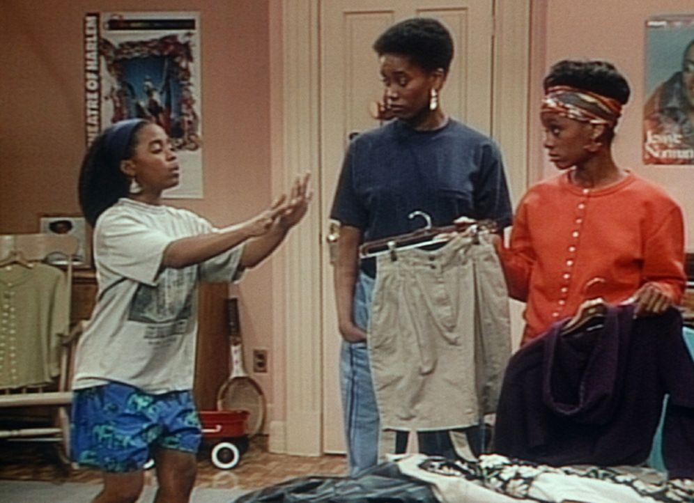 Rudy (Keshia Knight Pulliam, l.) lässt sich von Pam (Erika Alexander, M.) und Charmaine (Karen Malina White, r.) erklären, wie sie mit der U-Bahn... - Bildquelle: Viacom