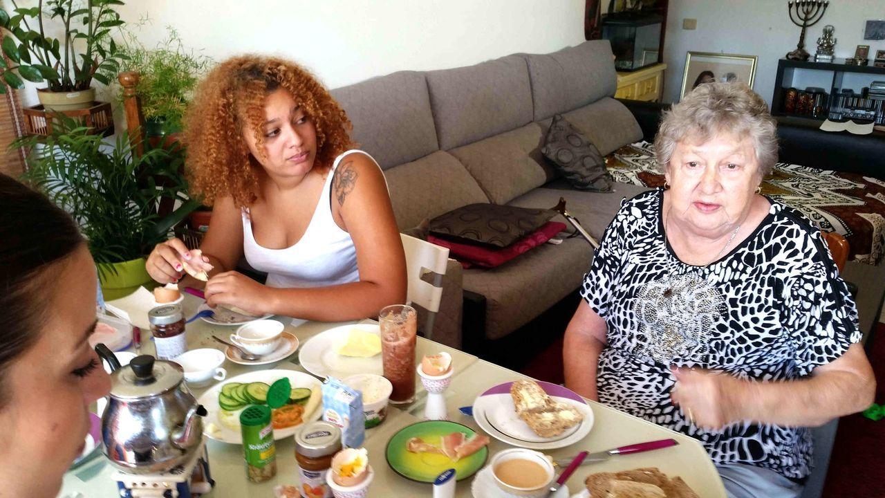 Stehen Auswanderin Anja zur Seite: Oma Hilde (r.) und Tochter Joko (l.) ... - Bildquelle: kabel eins