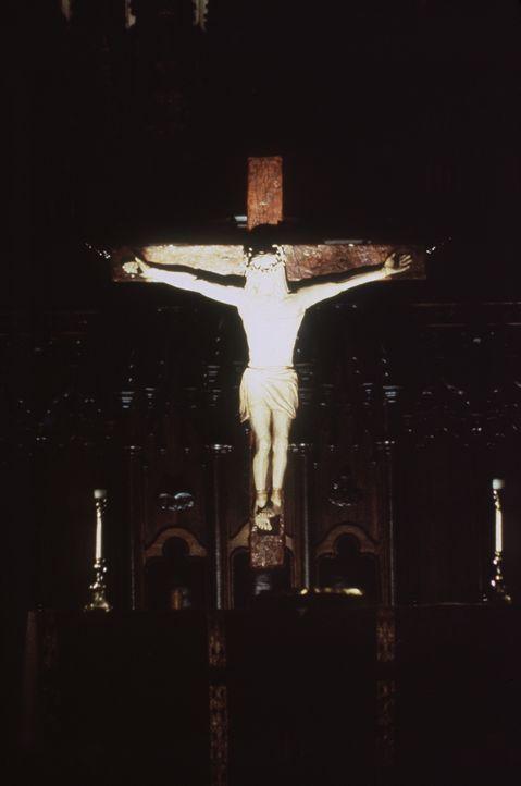 Das Endprodukt: Aus menschlichen Gliedmaßen wird der ans Kreuz genagelte Jesus Christus neu erschaffen ... - Bildquelle: Columbia TriStar Home Video