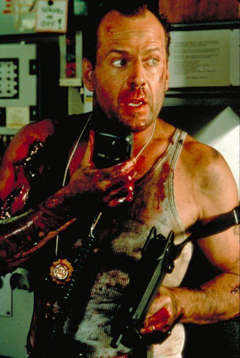 Der New Yorker Polizist John McClane (Bruce Willis) wird von dem Terroristen Simon erpresst, der droht, verschiedene Ziele in Manhattan in die Luft... - Bildquelle: Buena Vista Home Entertainment © 1995 Cinergi Pictures Entertainment Inc. Cinergi Productions N.V. Inc. and Twentieth Century Fox Film Corporation