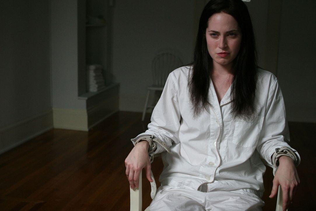 Kaum wird deutlich, dass Courtney (Charlotte Sullivan) aus Rockwell Falls fliehen möchte, wird sie einer gnadenlosen Gehirnwäsche unterzogen ... - Bildquelle: Sony 2007 CPT Holdings, Inc.  All Rights Reserved