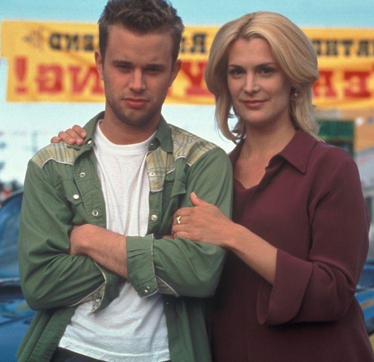 Eines Tages werden Dees (Thea Gill, r.) und Marks (Steve Braun, l.) schrecklichste Alpträume wahr ... - Bildquelle: Regent Entertainment