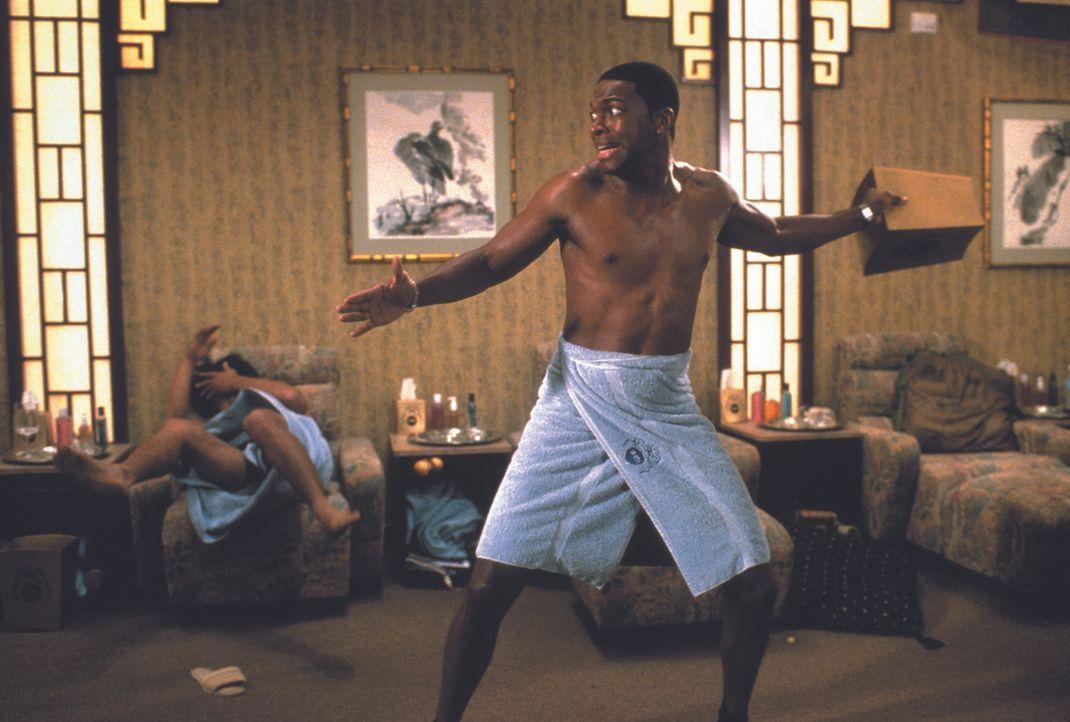 Im Kampf gegen einen Geldfälscher-Ring: Carter (Chris Tucker) ... - Bildquelle: Warner Bros.