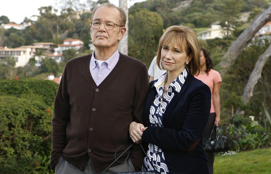 Blick in die Vergangenheit: Joes Eltern (Bruce Gray, l. und Kathy Baker, r.) sind überglücklich, dass ihr Sohn die Frau fürs Leben gefunden hat ... - Bildquelle: Paramount Network Television