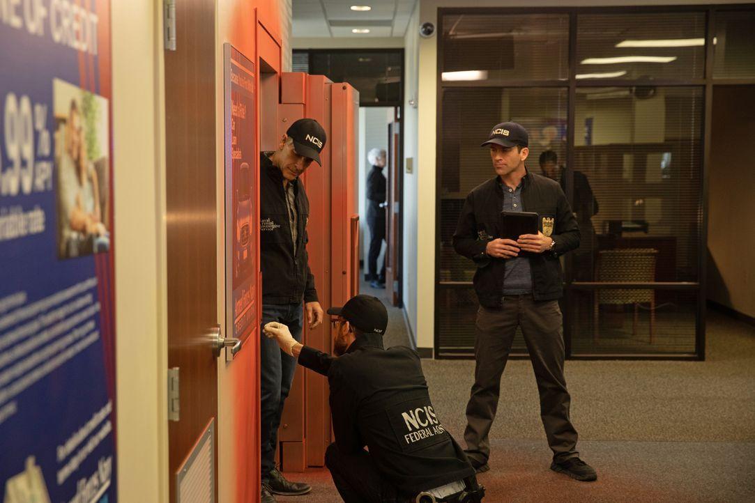 (v.l.n.r.) Special Agent Dwayne Pride (Scott Bakula); Sebastian Lund (Rob Kerkovich); Special Agent Christopher LaSalle (Lucas Black) - Bildquelle: Sam Lothridge 2018 CBS Broadcasting, Inc. All Rights Reserved / Sam Lothridge