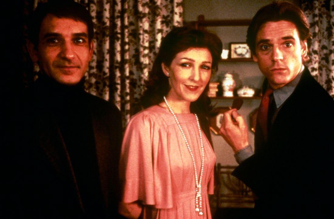 Als die Verlegergattin Emma (Patricia Hodge, M.) ihrem Mann Robert (Ben Kingsley, l.) kurz vor der Scheidung beichtet, dass sie viele Jahre lang ein... - Bildquelle: Paramount Pictures