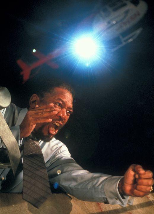 Der Täter will kein Lösegeld, er will lediglich den FBI-Psychologen Alex Cross (Morgan Freeman) als Gegenspieler auf seine eigene Fährte locken ... - Bildquelle: Joseph Lederer 2001 Paramount Pictures