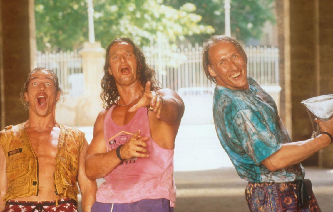 Kaddi (Ralph Willmann, l.), der Sportsverleiher (Dierk Prawdzik, M.) und Rene (Detlef Bothe, r.) werden bald nichts mehr zu lachen haben ... - Bildquelle: Constantin Film