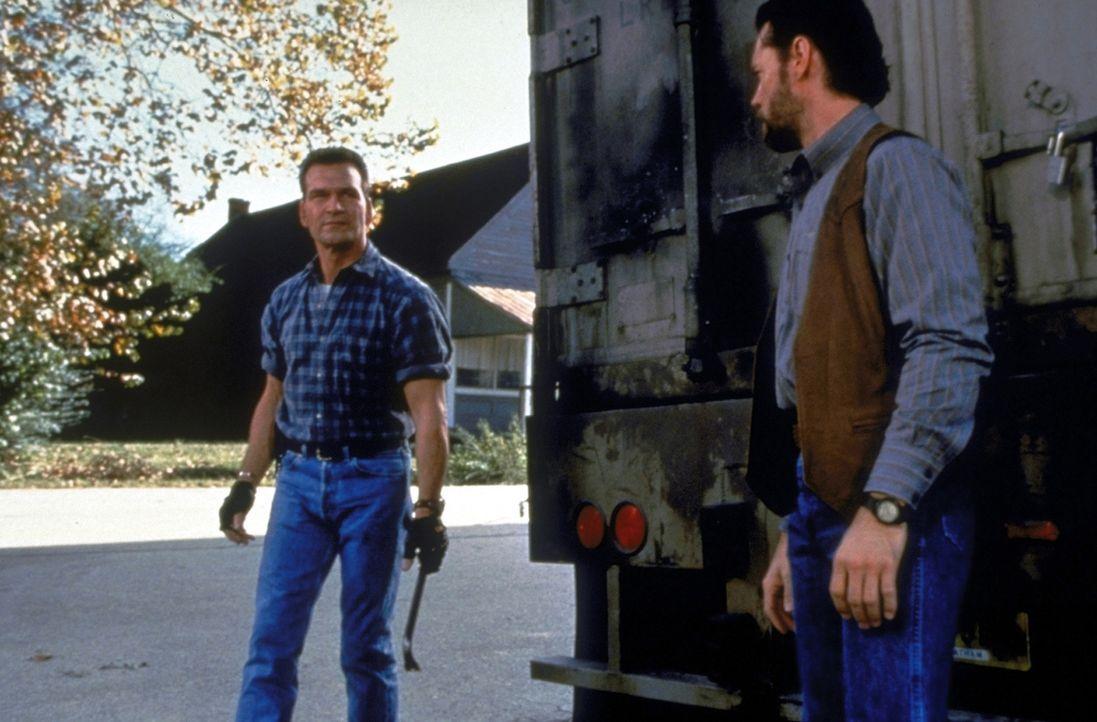 Kann Jack Crews (Patrick Swayze, l.) Earl (Randy Travis, r.) wirklich vertrauen? - Bildquelle: Universal Pictures