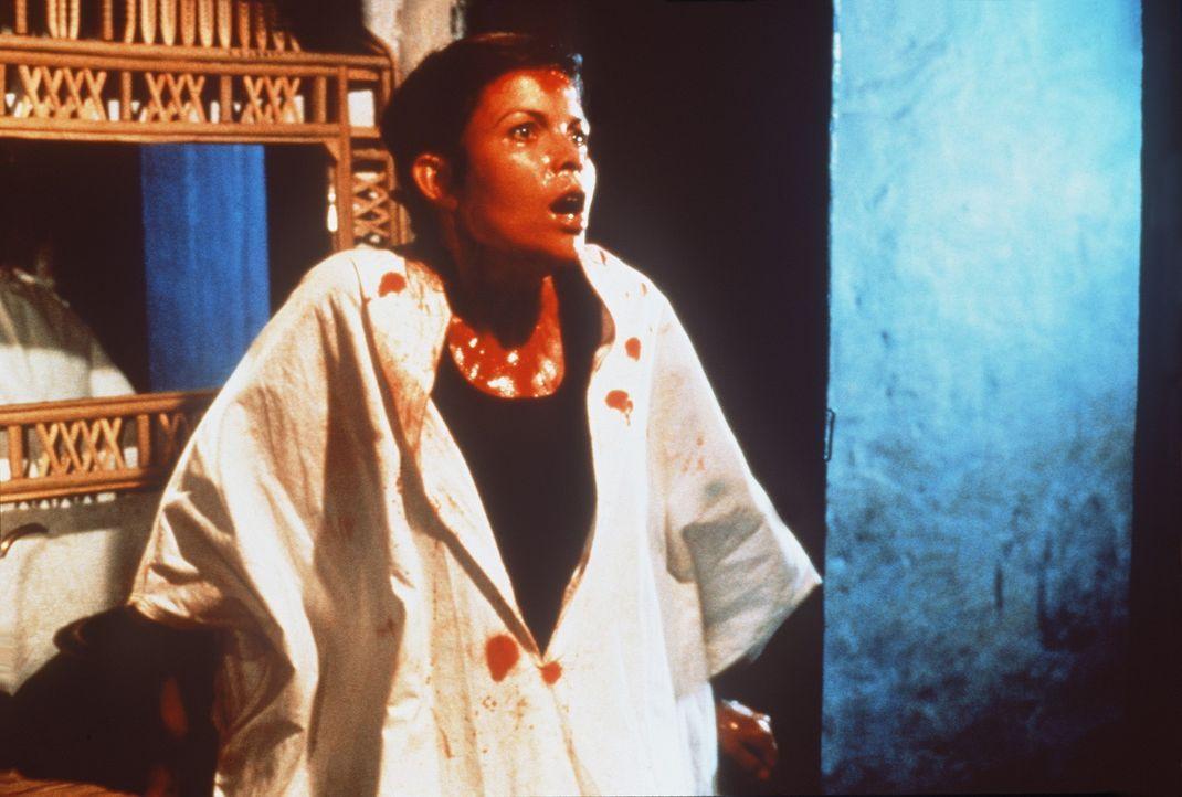 Auch die schöne Rene (Camilla More) heftet sich an Jakes Fersen, sehr zum Leid ihres Freundes Nikos, Eliomotis' Sohn. - Bildquelle: Metro-Goldwyn-Mayer
