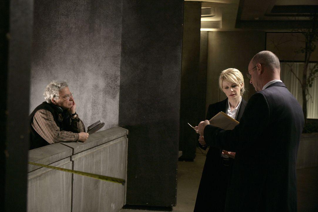 """Bei den Dreharbeiten zu """"Cold Case"""" ... - Bildquelle: Warner Bros. Television"""