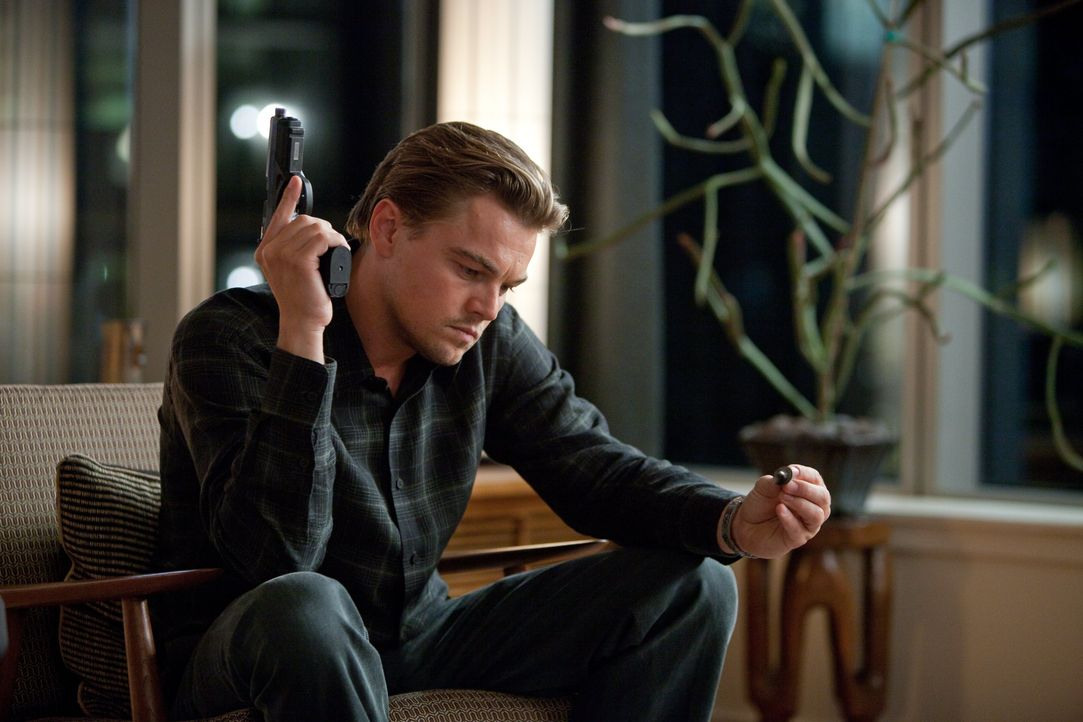 Für Cobb (Leonardo DiCaprio) gehört das aktive Träumen und das Beeinflussen von Gedanken zum Leben dazu, doch dieser Art des Träumens ist nicht unge... - Bildquelle: 2010 Warner Bros.