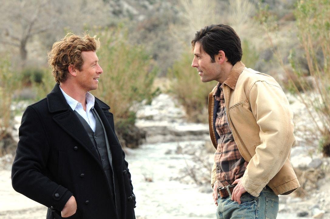 Bei den Ermittlungen in einem neuen Mordfall stößt Patrick (Simon Baker, l.) auf Wes (Jordan Belfi, r.). Doch hat er damit etwas zu tun? - Bildquelle: Warner Bros. Television