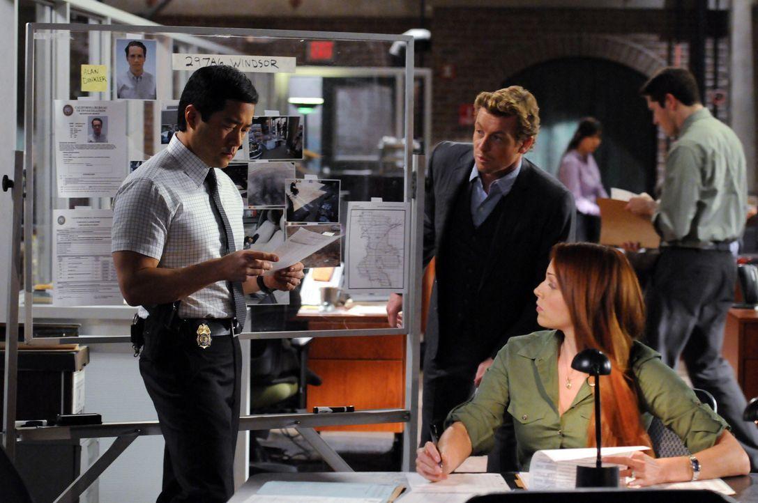 Versuchen, einen besonderen Fall zu lösen: Grace (Amanda Righetti, r.), Kimball (Tim Kang, l.) und Patrick (Simon Baker, M.) ... - Bildquelle: Warner Bros. Television