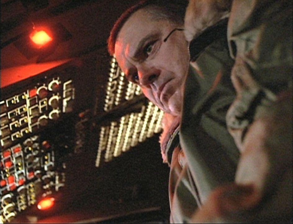 Um nicht mit dem Flugzeug abzustürzen, startet Captain Singer (Robert Urich) eine halsbrecherische Aktion ...