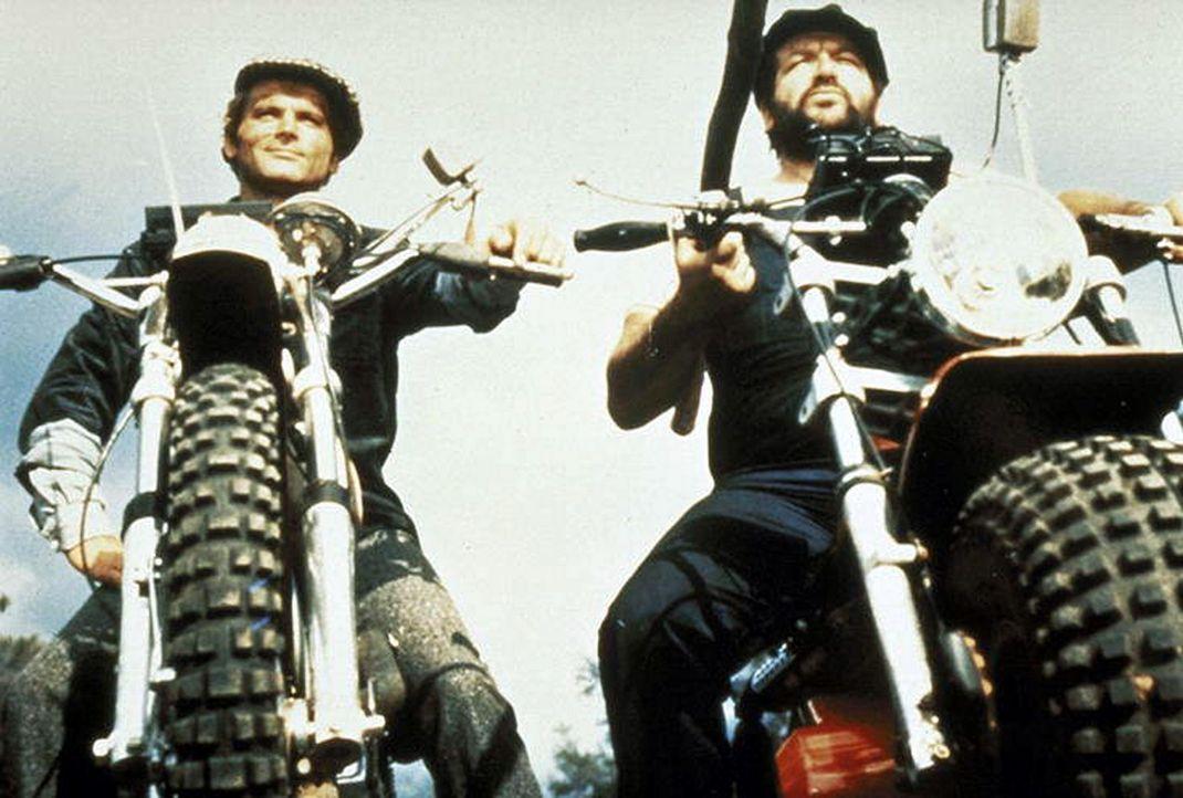 Die beiden schlagkräftigen Haudegen Ben (Bud Spencer, r.) und Kid (Terence Hill, l.) sind zwei unzertrennliche  Freunde ... - Bildquelle: Columbia Pictures