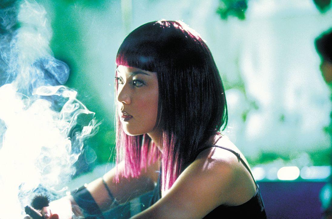 Zwischen den Fronten eines Drogenkrieges: Ah Jo (Cathy Tsui) ... - Bildquelle: 2003 Sony Pictures Television International. All Rights Reserved.