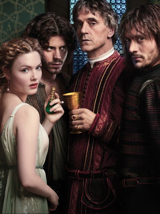(2.Staffel) - Papst Alexander IV (Jeremy Irons, 2. v. r.) benutzt sein Kinder Lucrezia (Holliday Grainger, l.), Cesare (Francois Arnaud, 2. v. l.) u... - Bildquelle: LB Television Productions Limited/Borgias Productions Inc./Borg Films kft/ An Ireland/Canada/Hungary Co-Production. All Rights Reserved.