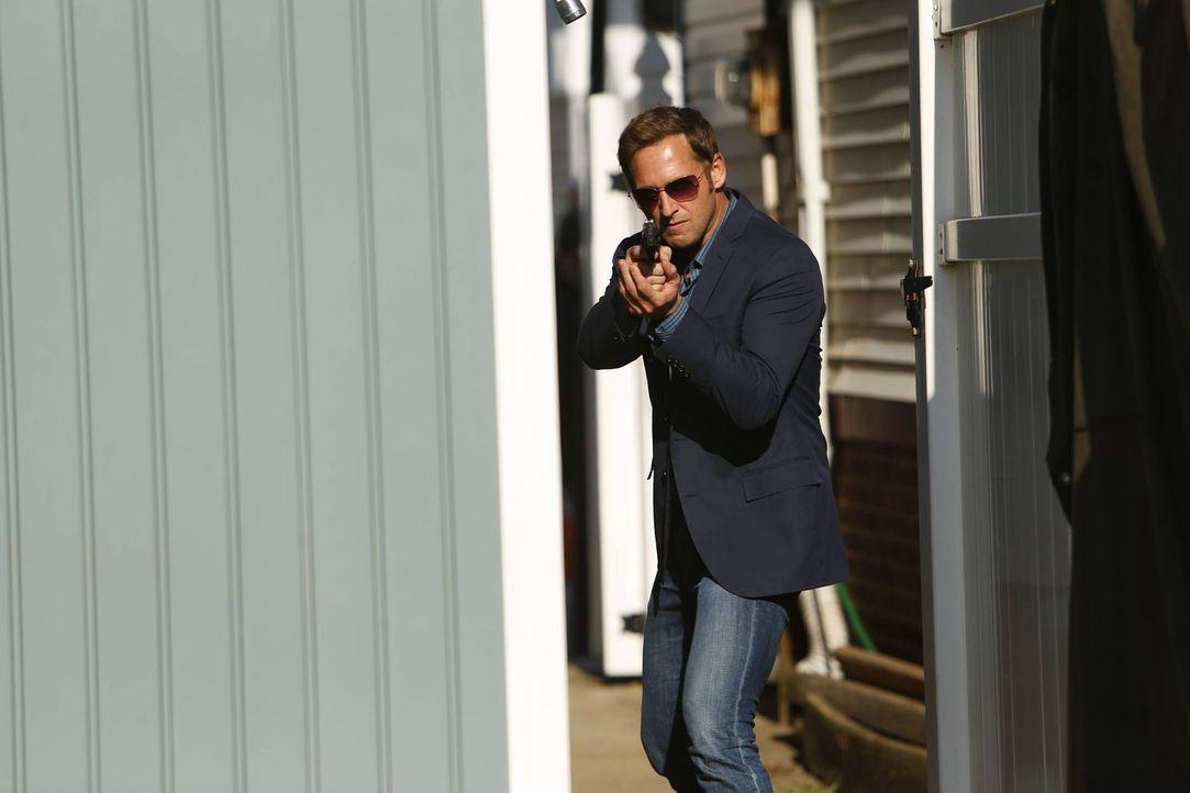 Als eine unidentifizierbare Leiche gefunden wird, beginnt für Jake (Josh Lucas) und sein Team die Suche nach dem Täter ... - Bildquelle: Warner Bros. Entertainment, Inc.