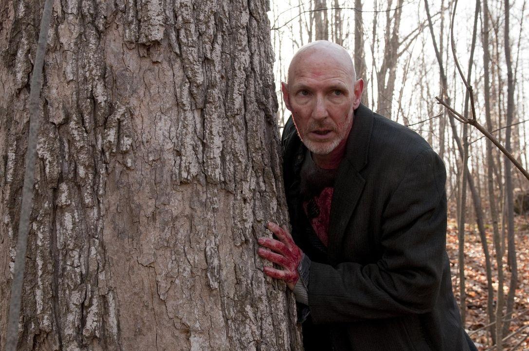 Obwohl selbst ein Werwolf, fällt Xavier (David Schaaf) einem hemmungslosen Werwolf zum Opfer ... - Bildquelle: Christos Kalohoridis 2010 C/P TIFPRO I Productions Inc. All Rights Reserved.