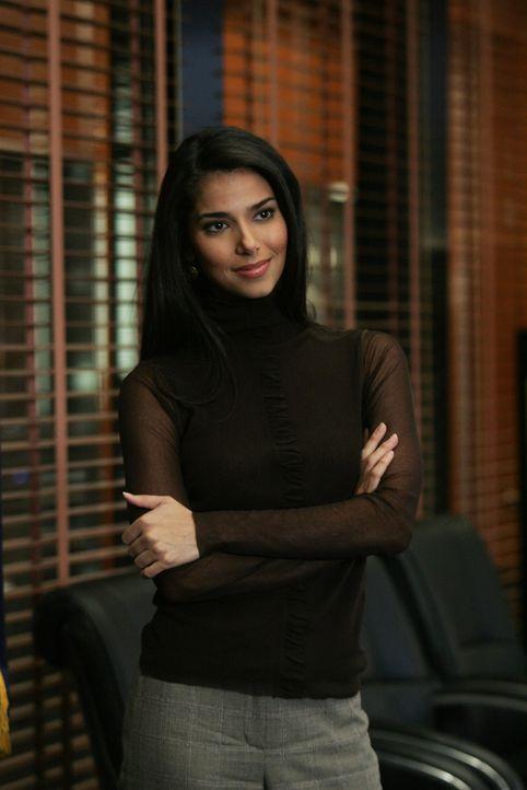 Die hübsche Elena Delgado (Roselyn Sanchez) unterstützt die New Yorker Spezialeinheit des FBI ... - Bildquelle: Warner Bros. Entertainment Inc.