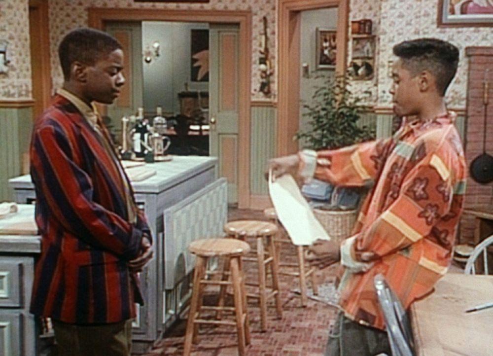 Stanley (Merlin Santana, r.) überbringt Kenny (Deon Richmond, l.) eine Nachricht von Deirdre, wonach sie erst wieder etwas mit ihm zu tun haben wil... - Bildquelle: Viacom