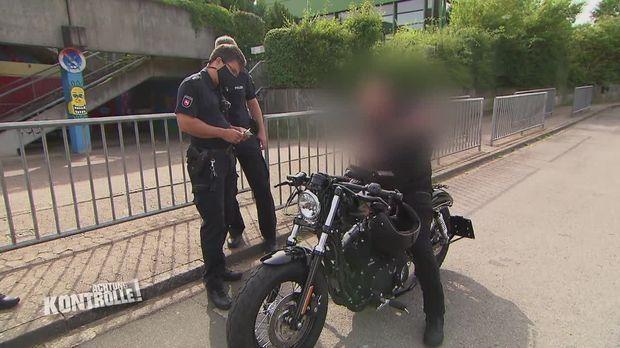 Achtung Kontrolle - Achtung Kontrolle! - Thema U.a: Ein Waschechter Biker Ohne Führerschein?