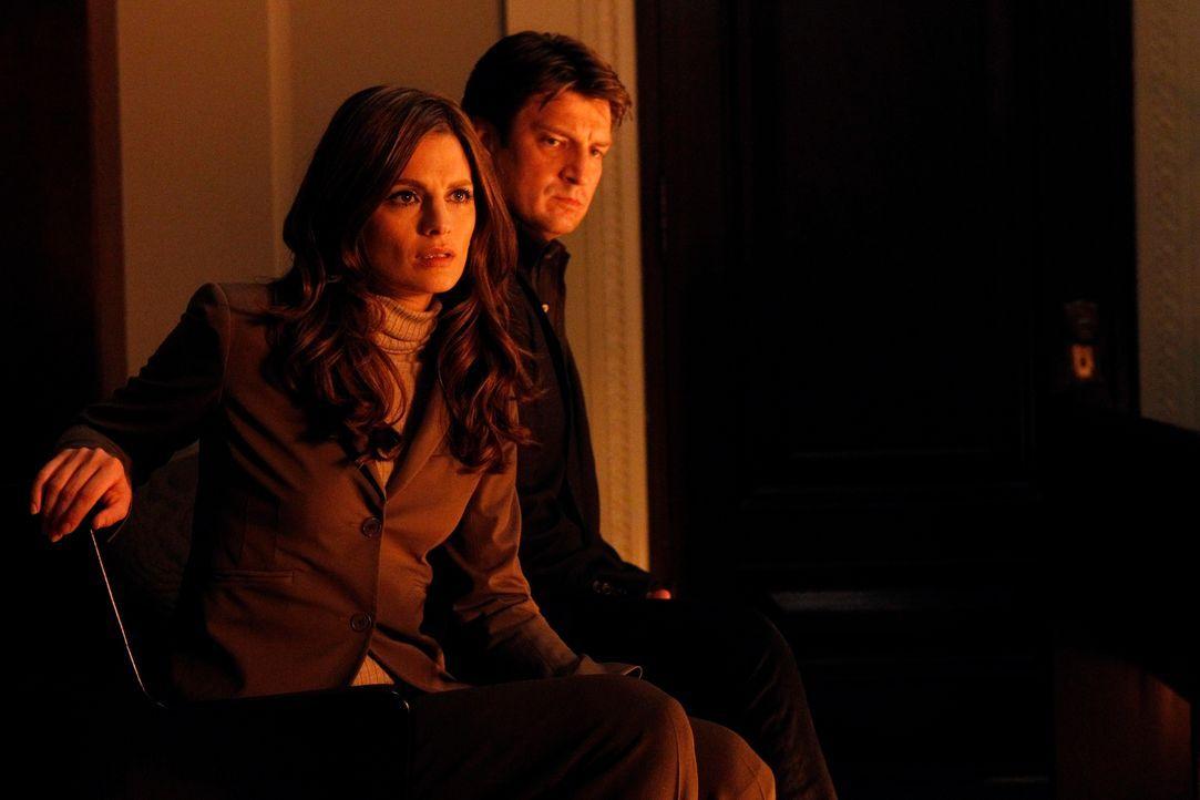 Im Gerichtssaal bemerken Richard Castle (Nathan Fillion, r.) und Kate Beckett (Stana Katic, l.) bald, dass irgendetwas nicht stimmt ... - Bildquelle: ABC Studios