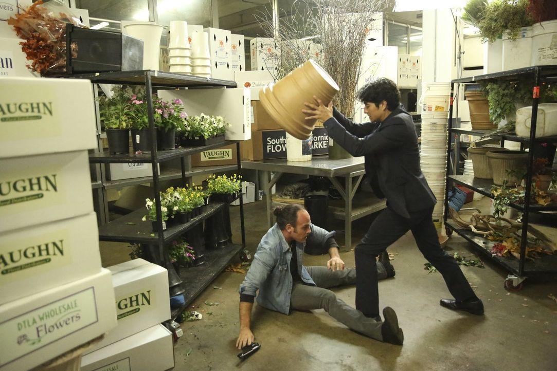 Um einen entflohenen Häftling, der nach seiner entfremdeten Familie sucht, die sich im Zeugenschutzprogramm aufhält, zu finden, gibt Lee (Jon Foo, r... - Bildquelle: Warner Brothers
