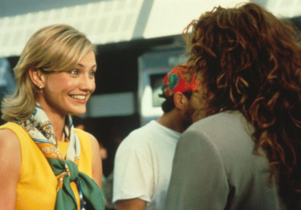 Nichtsahnend holt Kimmy (Cameron Diaz, l.), die Verlobte von Michael O'Neal, seine beste Freundin Julianne (Julia Roberts, r.) vom Flughafen ab ... - Bildquelle: Columbia TriStar