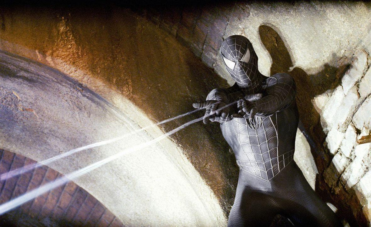 Eine geheimnisvolle schwarze Substanz aus dem Weltall, die die dunkelsten Instinkte eines Menschen erweckt, macht Peter Parker (Tobey Maguire) das L... - Bildquelle: 2007 Marvel Characters, Inc.  2007 CPII. All Rights Reserved.