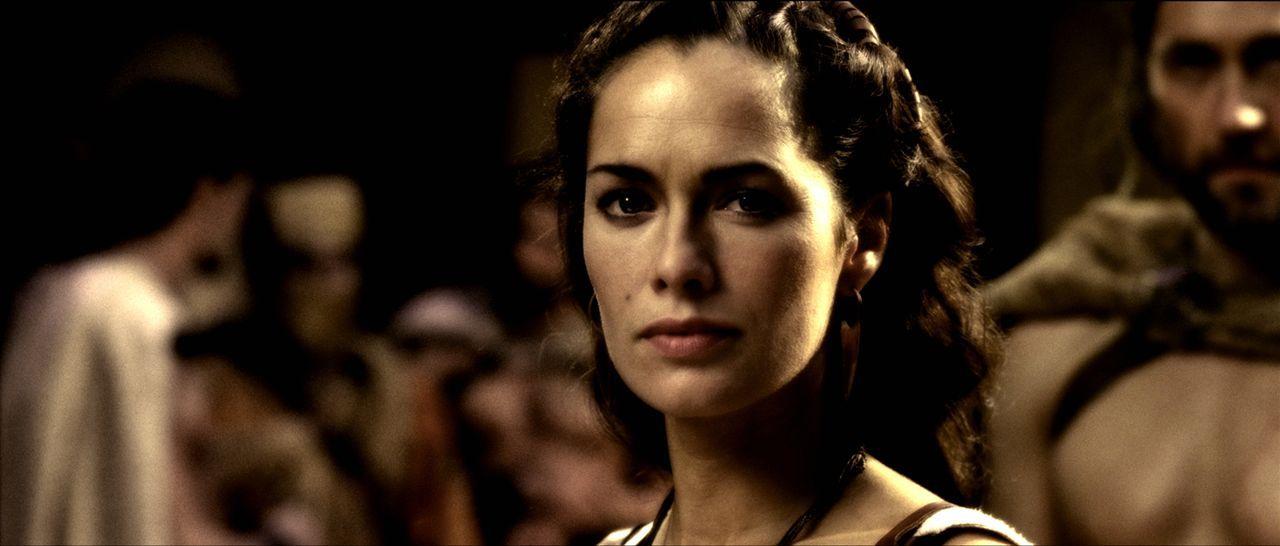 Während ihr Mann im Krieg ist, versucht Königin Gorgo (Lena Headey) den Senat zu überzeugen, ihn mit der Armee zu unterstützen und ebenfalls für die... - Bildquelle: TM & © Warner Bros. Entertainment Inc.