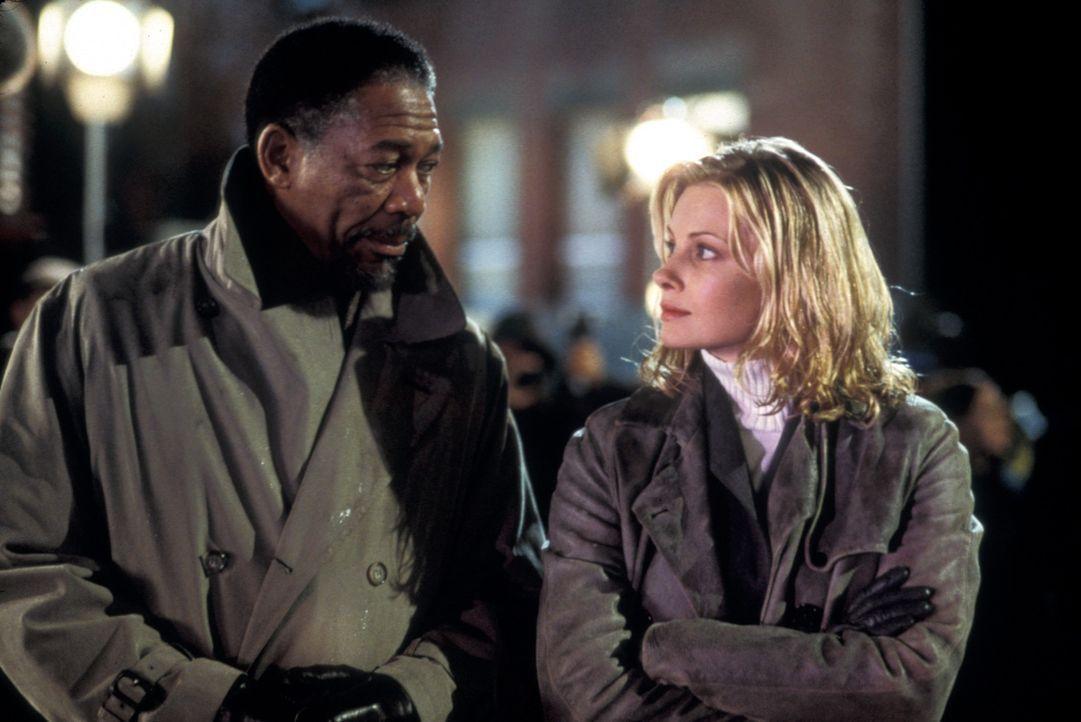 Als Verstärkung will Cross (Morgan Freeman, l.) die Agentin Jezzie Flannigan (Monica Potter, r.) an seiner Seite haben, obwohl die junge Frau für di... - Bildquelle: Joseph Lederer 2001 Paramount Pictures