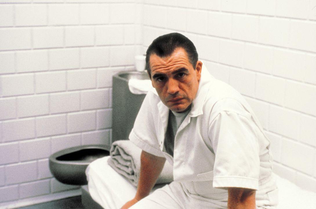 Um mehr über die Psyche des Killers zu erfahren, sucht das FBI Hilfe beim inhaftierten Massenmörder Dr. Lecktor (Brian Cox). Denn inzwischen ist dem... - Bildquelle: STUDIOCANAL