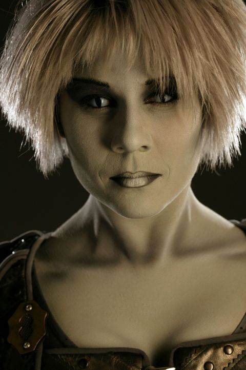 Sie ist eine Diebin, eine Lügnerin, eine Verführerin und hat einen ausgeprägten Hang zum Drama: Chiana (Gigi Edgley) ... - Bildquelle: Hallmark Entertainment