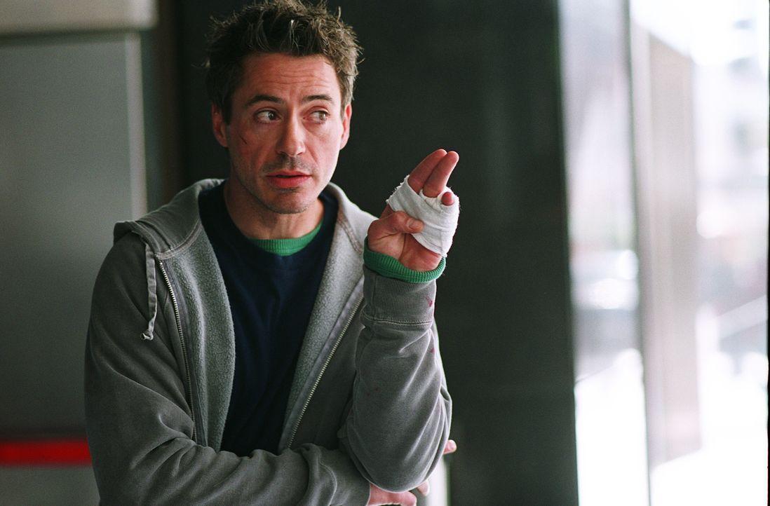 """Eigentlich ist Harry Lockhart (Robert Downey Jr.) nur ein Kleinganove, doch als er mit seinem Partner nach Ladenschluss Weihnachts-""""Einkäufe"""" in ein... - Bildquelle: 2015 © Warner Brothers"""