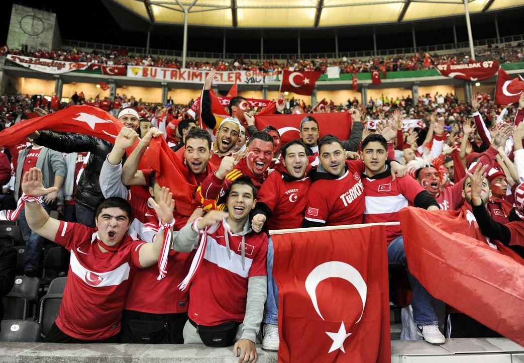 Fußball-Fan-Tuerkei-101008-AFP - Bildquelle: AFP
