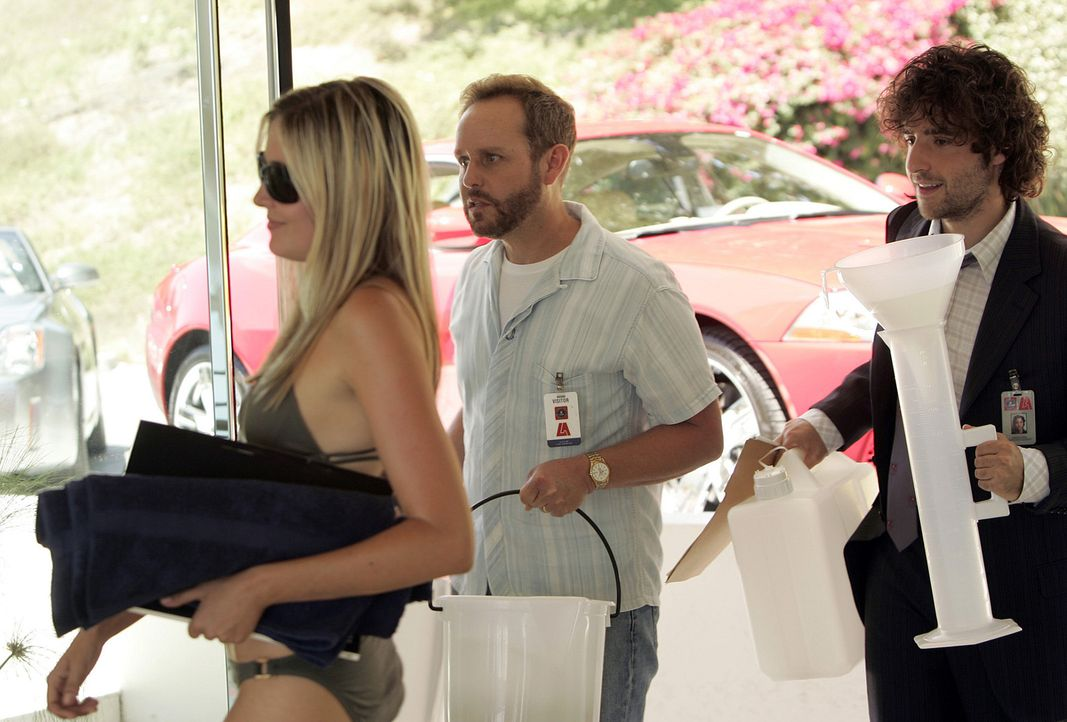 Nachdem das FBI ein Videoband, auf dem ein unbekannter Kameramann im Haus des Schauspielers und Shooting-Stars Brett Chandler eine Leiche in der Bad... - Bildquelle: Paramount Network Television
