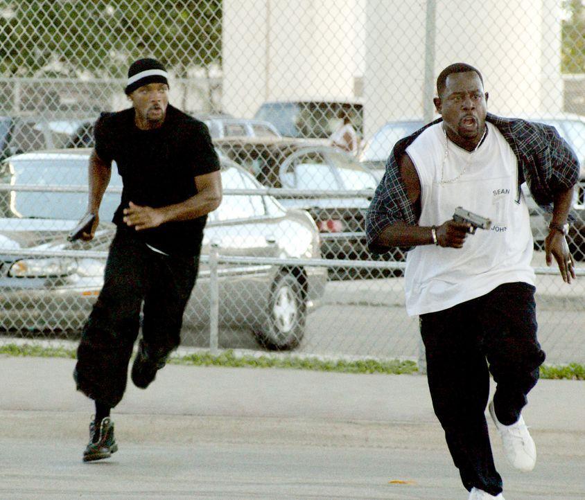 Im Kampf um Recht und Ordnung schlagen Marcus (Martin Lawrence, r.) und sein Partner Mike (Will Smith, l.) gelegentlich, aber dafür heftig über die... - Bildquelle: 2004 Sony Pictures Television International. All Rights reserved.