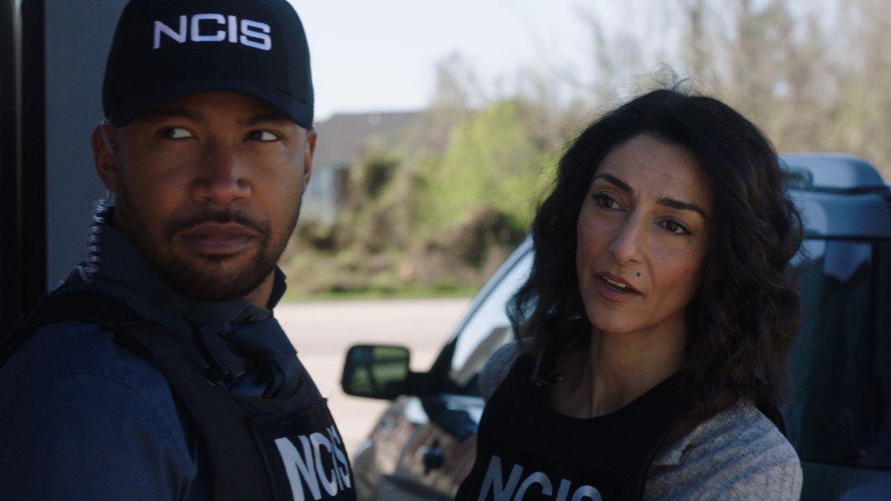 Quentin Carter (Charles Michael Davis, l.); Hannah Khoury (Necar Zadegan, r.) - Bildquelle: 2021 CBS Broadcasting Inc. All Rights Reserved.