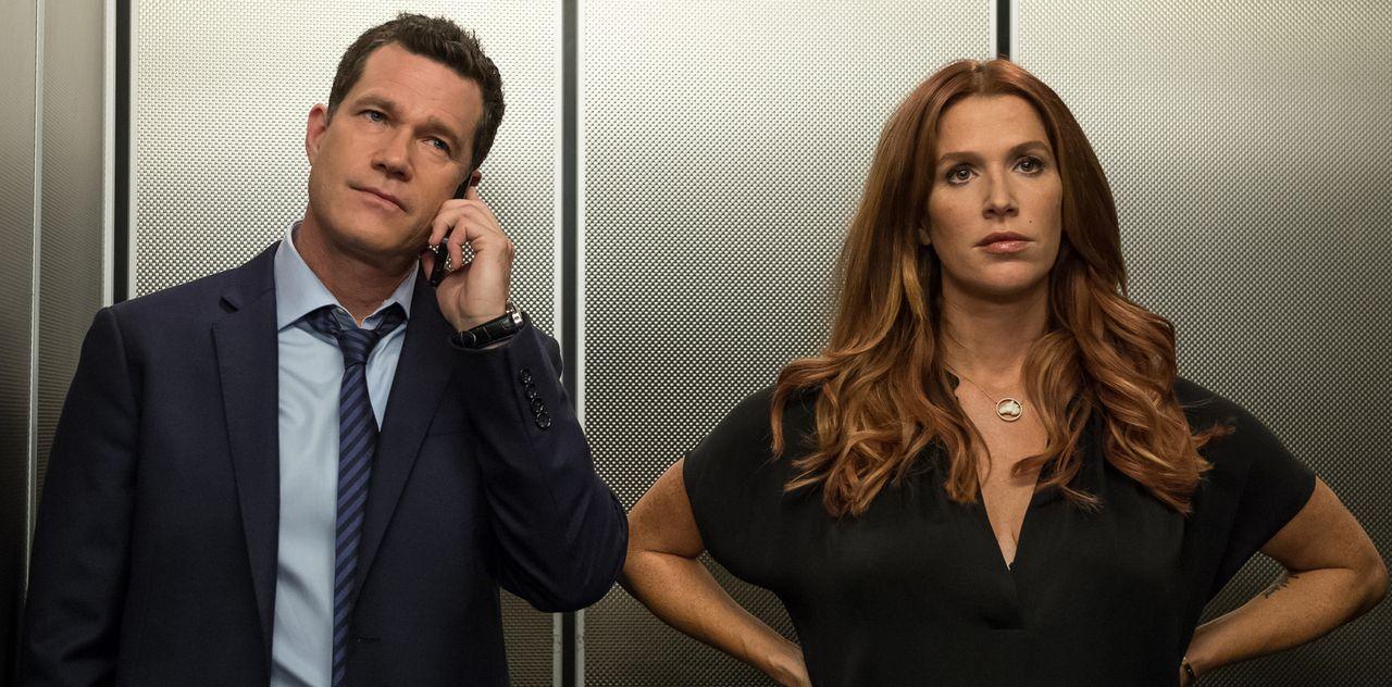 Nachdem der Fernsehstar Fletcher Sayers ermordet wurde, übernehmen Carrie (Poppy Montgomery, r.) und Al (Dylan Walsh, l.) den Fall ... - Bildquelle: 2014 Broadcasting Inc. All Rights Reserved.