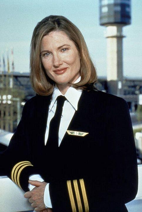 Co-Pilotin Connie Phipps (Annette O'Toole) wird gleich von zwei Piloten begehrt ...