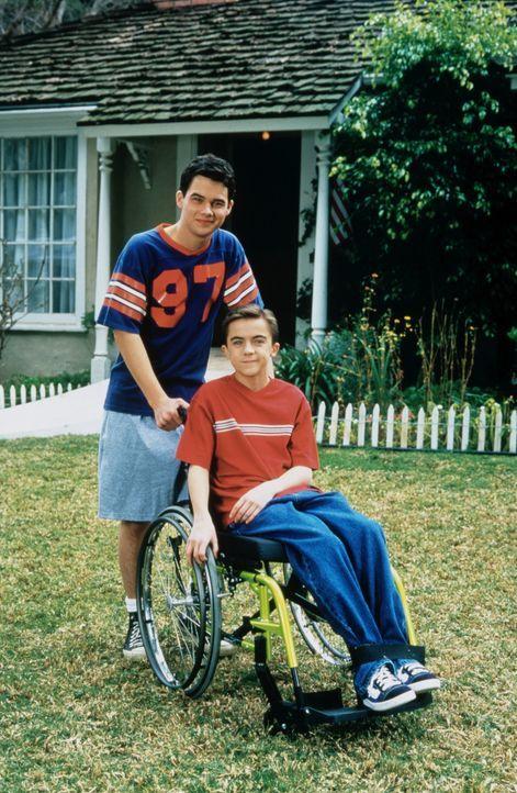 Ebenso wie sein sportlicher Bruder Seth (Patrick Levis, l.) möchte der auf den Rollstuhl angewiesene Justin (Frankie Muniz, r.) an Seifenkisten-Ren... - Bildquelle: Disney